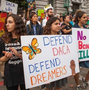 Juiz do estado da Califórnia mantém direitos de filhos de imigrantes indocumentados nos EUA