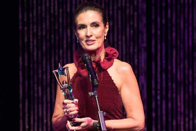 Brazilian International Press Awards celebra a trajetória de Fátima Bernardes, em edição nos EUA