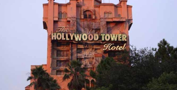 Twilight Zone Tower of Terror desafia seu medo. Experimente!
