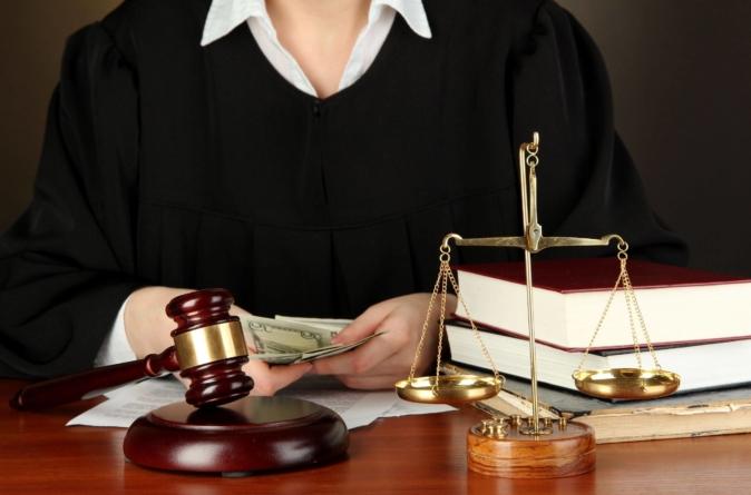 """Entenda o """"Direito Comparado"""", aplicação do direito no Brasil e EUA"""