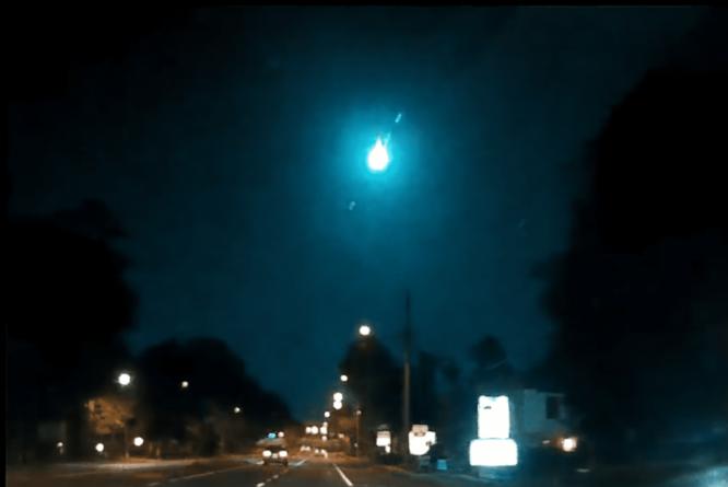 Meteoro atravessa o céu da Flórida e chama atenção dos residentes em todo o estado
