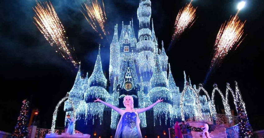 "Walt Disney World abre oficialmente a temporada de férias hoje à noite com a transmissão ao vivo do show ""A Frozen Holiday Wish"""