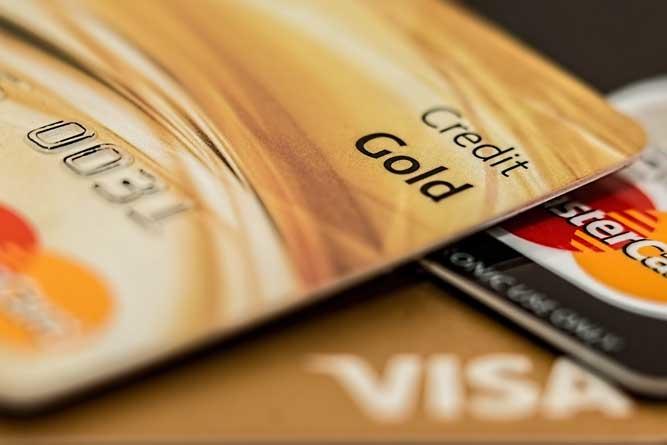 USCIS anuncia opção de pagamento de formulários com cartão de crédito