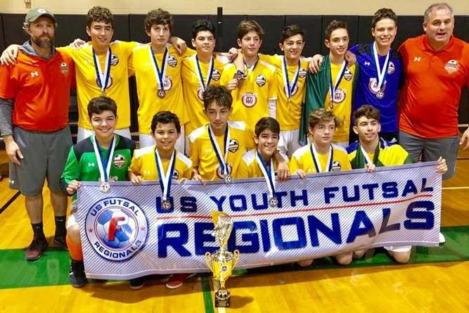 """As equipes campeãs do """"Orange Soccer Academy"""""""