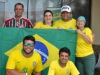 A-família-da-Danielle-Boukai-(ao-centro)-também-fez-questão-de-vestir-a-camisa-da-seleção-(Foto—Geovany-Dias)