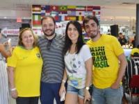 Nutricionista-Luíza-Cadete-(ao-centro)-torcendo-pelo-Brasil-com-a-família-(Foto—Geovany-Dias)