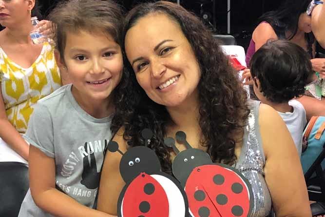 Presentes e descontração no almoço às mães do Vamos Falar Português