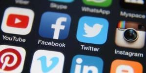 Imigrantes podem ser investigados pelo USCIS nas redes sociais