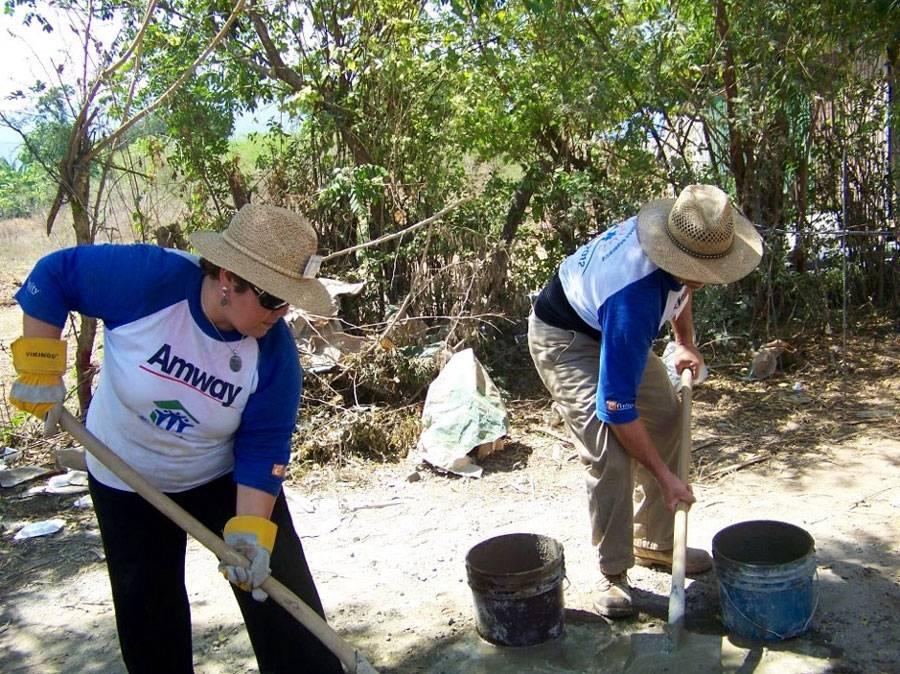 Projeto humanitário constrói casas para familias na Guatemala