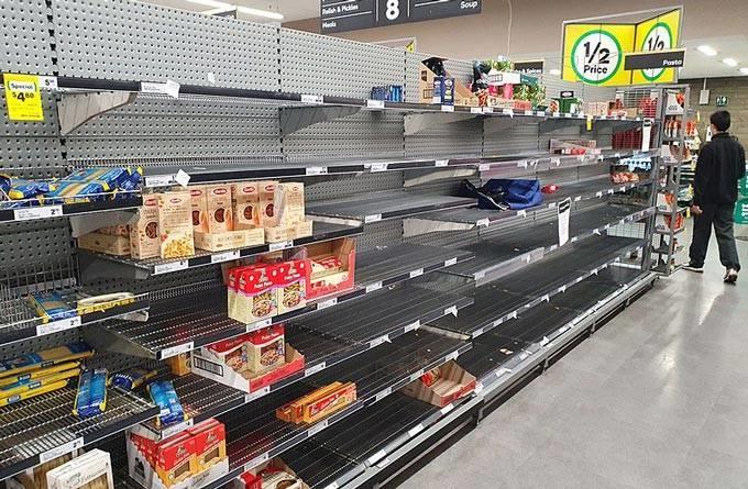 Panic buying provoca disputa por papel higiênico e álcool gel