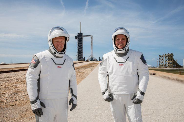 Nasa e SpaceX lançam nave Crew Dragon em missão tripulada ao espaço