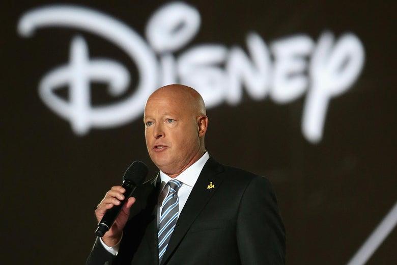 """Bob Chapek, CEO da """"Disney"""", aposta na reabertura e garante a segurança de funcionários e visitantes"""