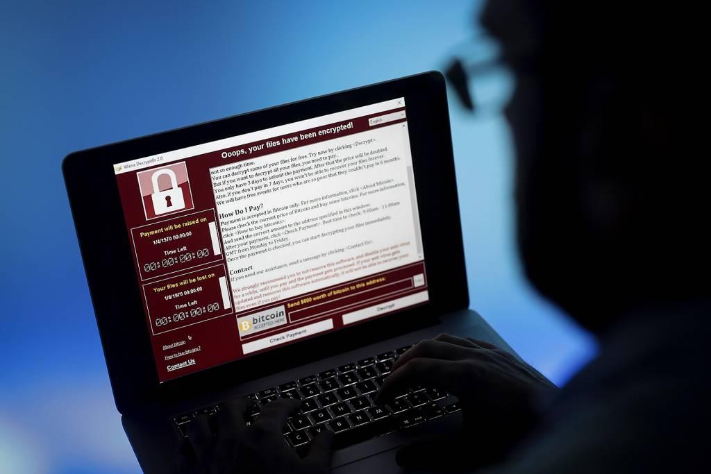 Hackers roubam 2,3 milhões de dólares da campanha de Trump. FBI é acionado.