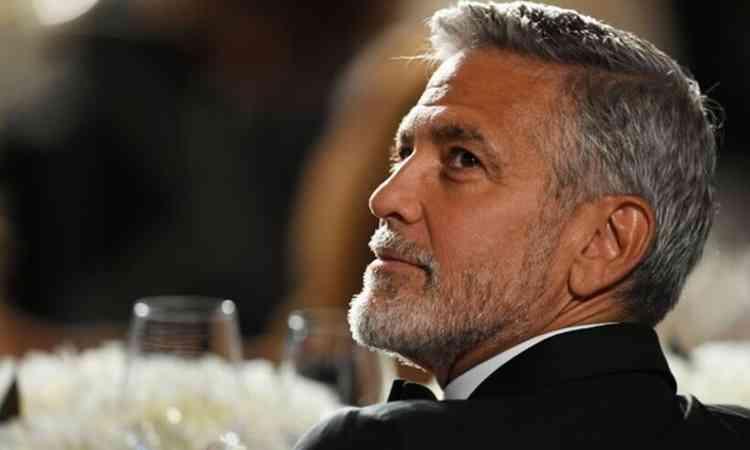 """George Clooney deu US$ 1 milhão para 14 amigos.""""Dormi nos sofás deles; estava quebrado, não era famoso"""""""