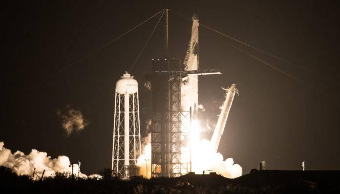 """""""Resiliência"""" segue no espaço após decolagem de Cabo Canaveral, com quatro astronautas"""