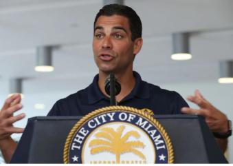 "Prefeito de Miami vacinará apenas residentes. Lança política ""Miami First"", evitando estrangeiros."