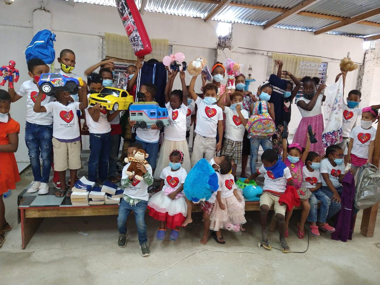Missionária brasileira coordena trabalho humanitário com crianças da República Dominicana