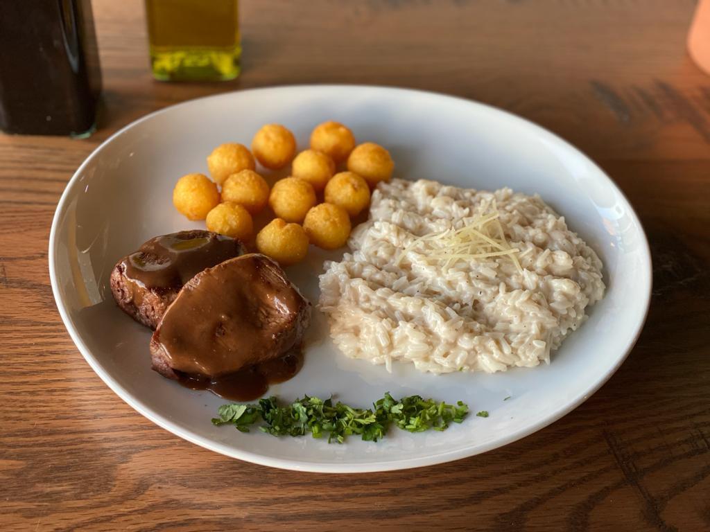 """""""Cais Restaurant"""" tem frutos do mar e opções da gastronomia brasileira"""