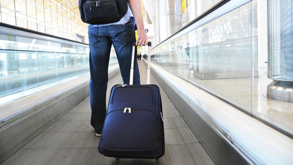 Variante do coronavírus restringe entrada de turista brasileiro nos EUA; agências em compasso de espera.