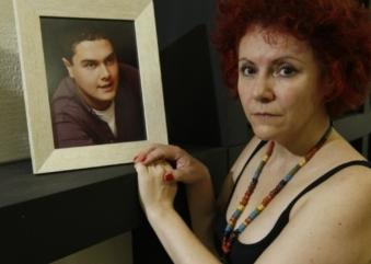 Mãe brasileira descobre paradeiro de assassino do filho em Orlando; crime aconteceu em Curitiba