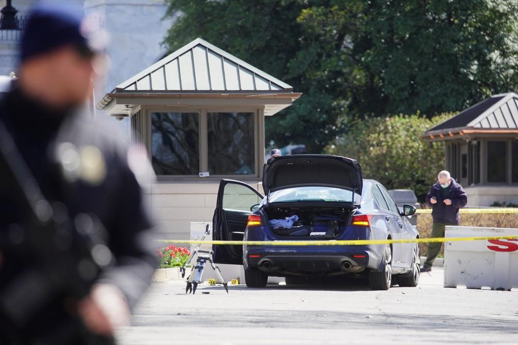Policial morre em ataque ao Capitólio. Homem invade entrada principal com carro e é alvejado