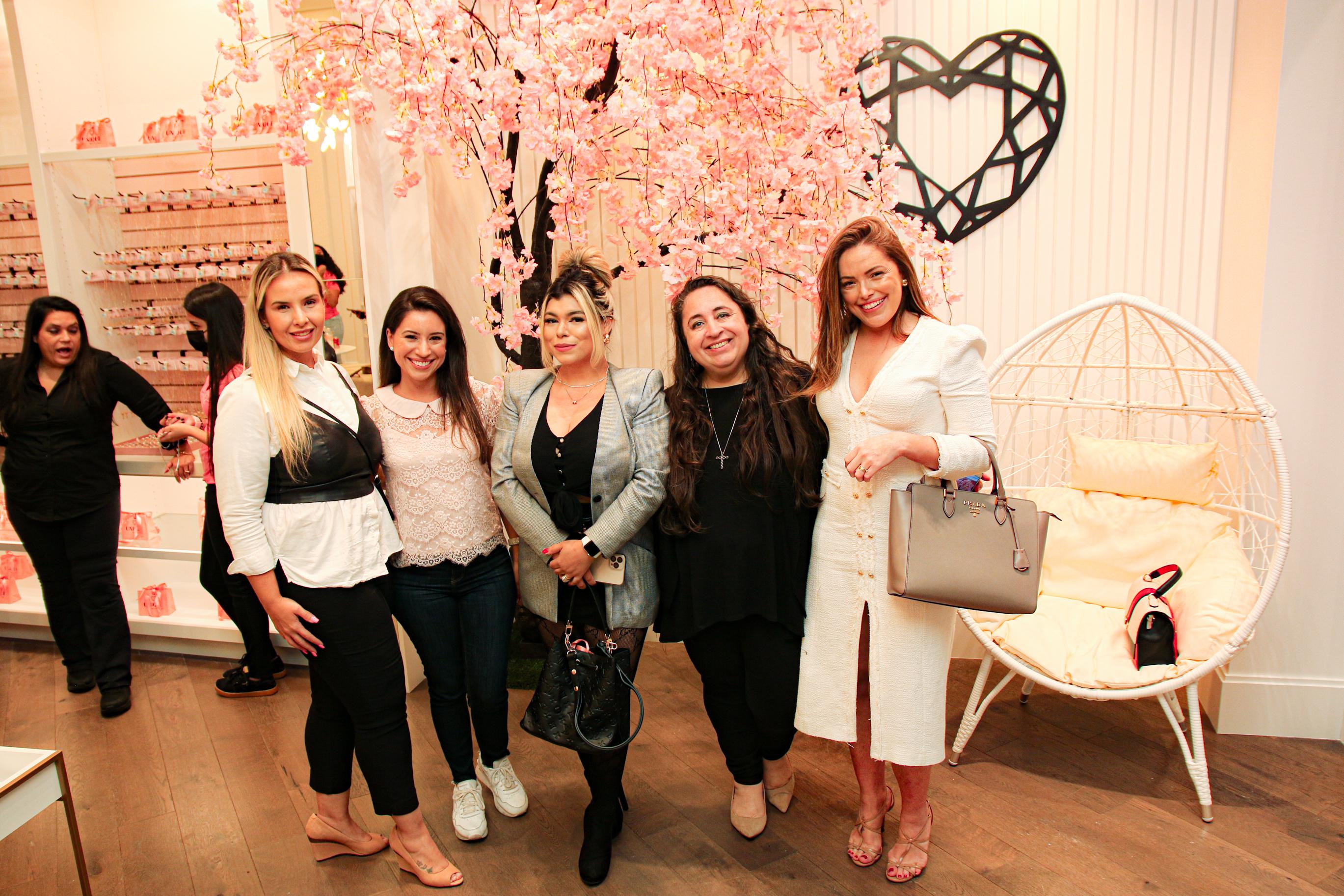 """""""Unique"""", inaugurada loja brasileira de semijoias, no Florida Mall, às mulheres de bom gosto!"""