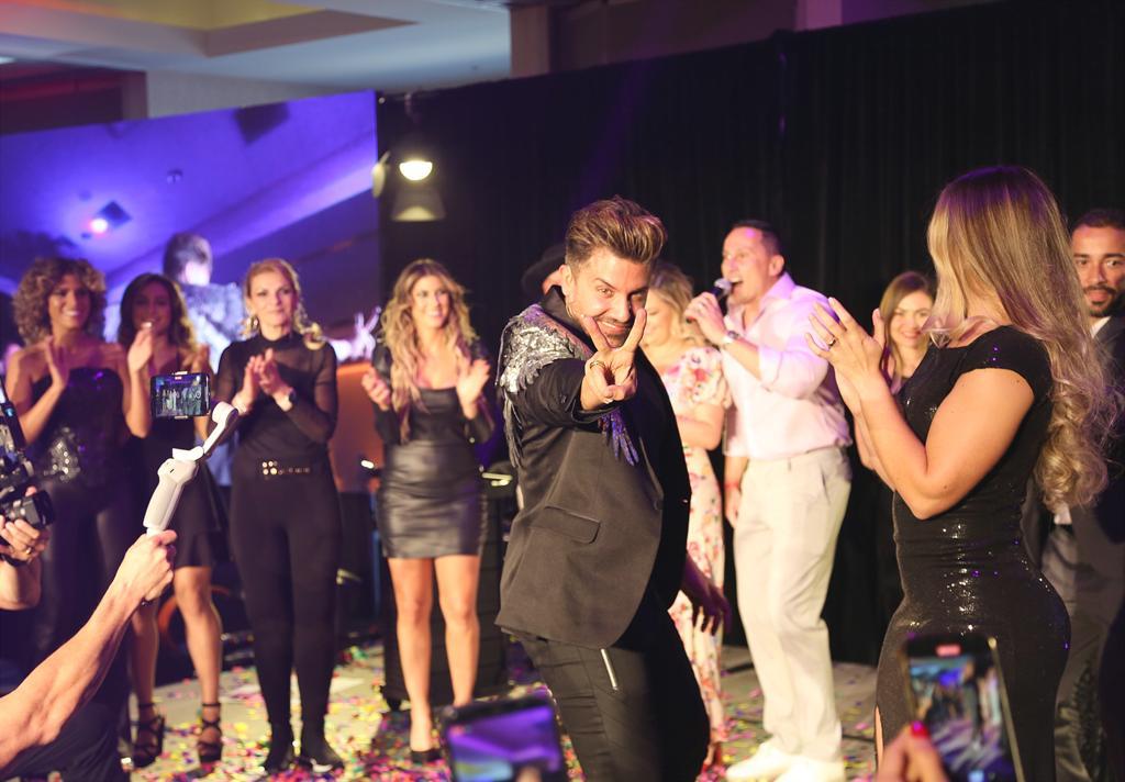 """""""Fórum Hair Brasil USA"""" reúne cabeleireiros de vários países, em Orlando"""