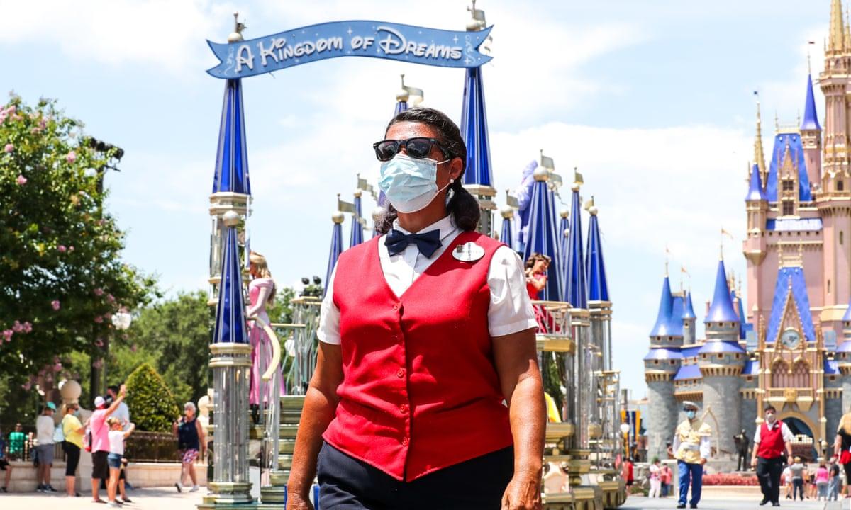 'Disney' Orlando quer funcionários vacinados até setembro, e oferece bônus