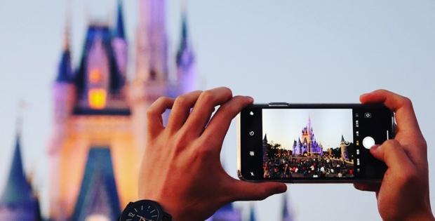 Disney permitirá, a partir desta quinta-feira, que visitantes retirem a máscara para fotos ao ar livre.