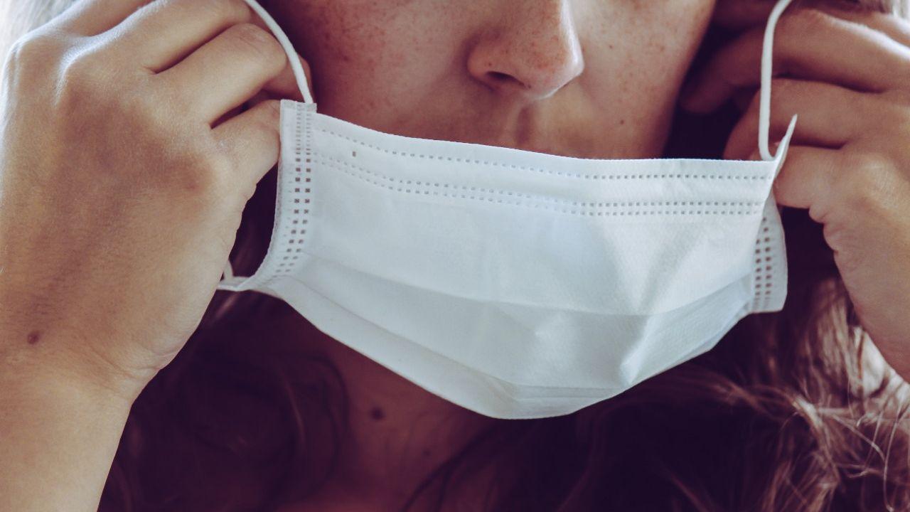 Vacinados agora podem caminhar ao ar livre, sem máscara. CDC suspende obrigatoriedade