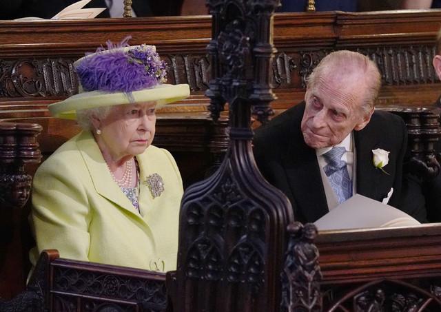 Sinos e tiros de canhão expressam homenagens ao Príncipe Philip, que morre aos 99 anos