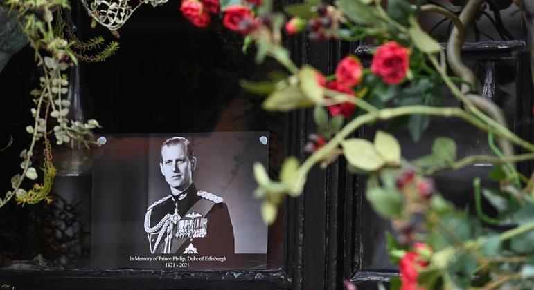 Sepultamento do Príncipe Philip será restrito, sem ostentações, com minuto de silêncio.