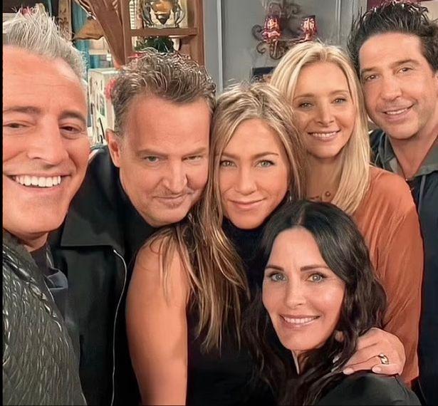 """Eles estão de volta: atores de """"Friends"""" revivem façanha, 17 anos depois"""