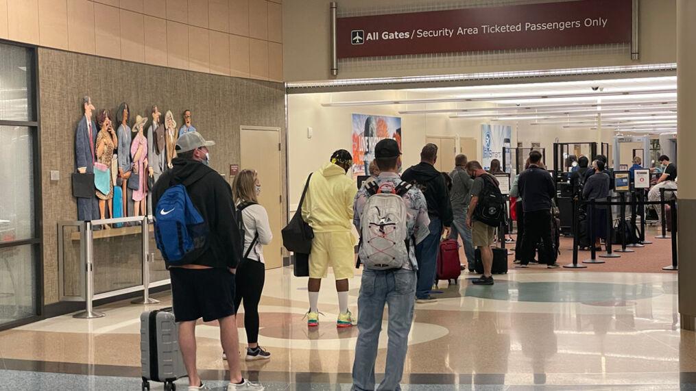"""Longas filas são esperadas nos aeroportos para feriado do """"Memorial Day"""""""