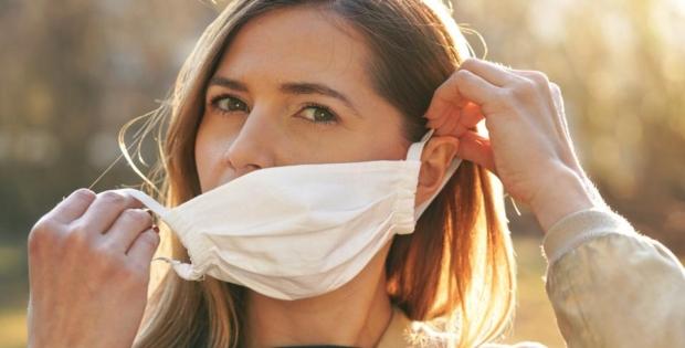 Pessoas totalmente vacinadas não precisam mais de máscara. Saiba os critérios
