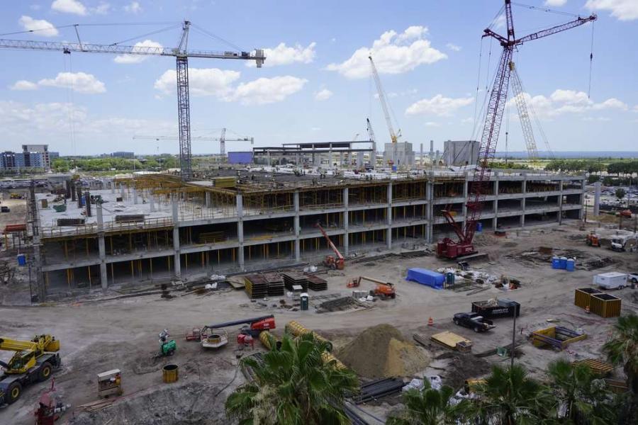 Benefícios e atrasos nas obras do 'Aeroporto Internacional de Tampa'