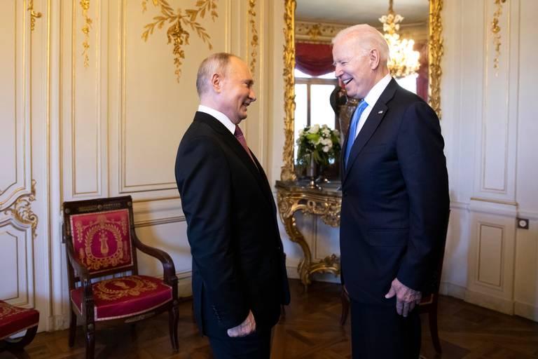 Biden denomina 'produtivo' encontro com Putin e descarta conflito