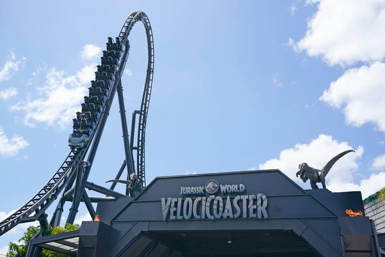 Adrenalina na inauguração da montanha-russa mais alta da Flórida: 'Jurassic World'