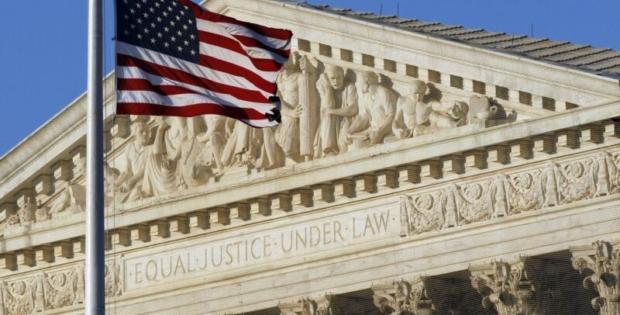 Suprema Corte decide contra imigrantes que entraram ilegalmente nos EUA solicitar green card