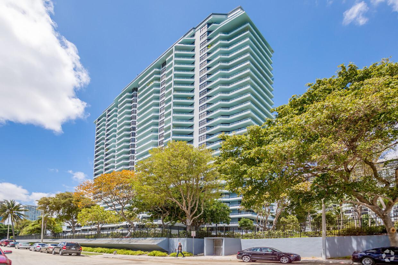 Drama de 200 inquilinos que serão despejados em 60 dias de prédio em Miami