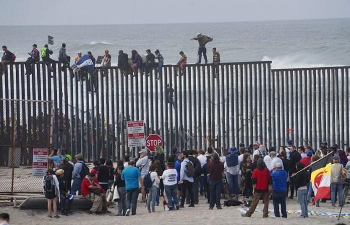 EUA e México tentam acordo para resolver drama de crianças na fronteira