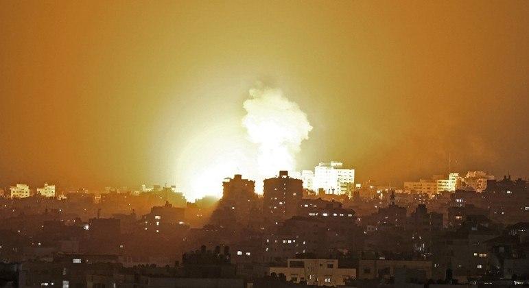 Tensão reacende conflito entre militares israelenses e palestinos, após ataques aéreos em Gaza