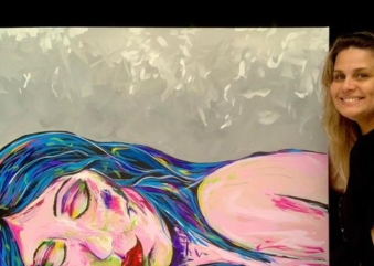 Expressionismo e cor traduzem retratos enigmáticos da obra de Adriana Moa