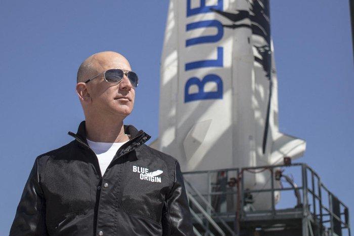 Tudo pronto para viagem de Jeff Bezos ao espaço, nesta terça