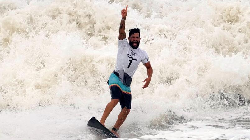 O surfista Ítalo Ferreira conquista 1º ouro para o Brasil nas Olimpíadas de Tóquio