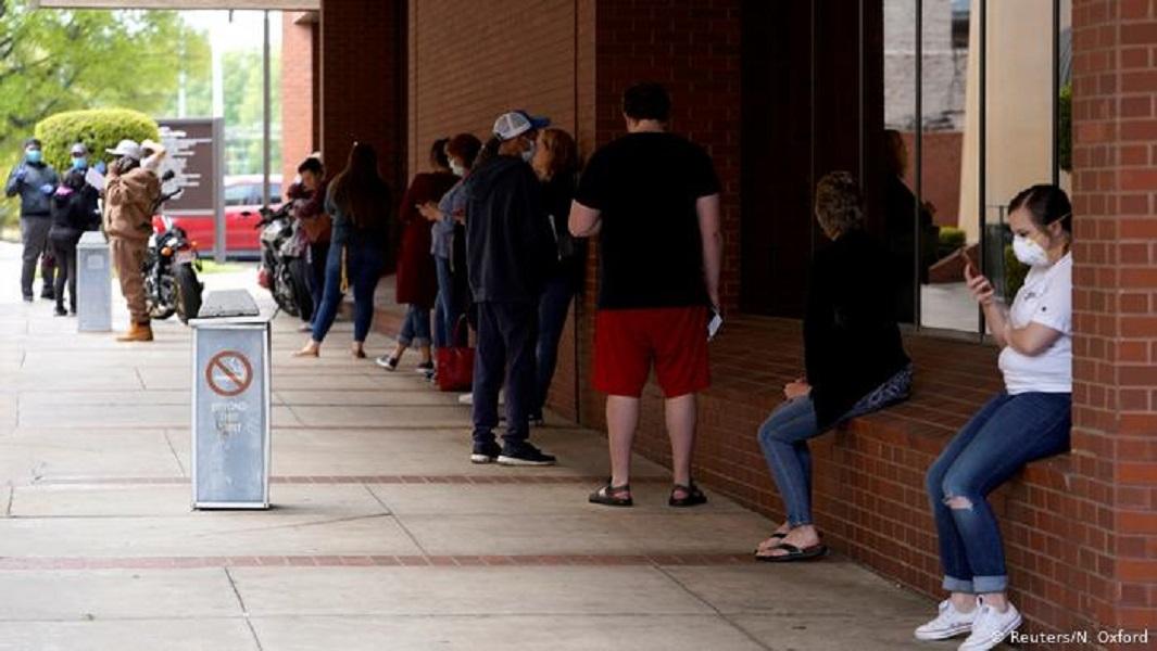 Residentes de Broward processam DeSantis pela suspensão de auxílio-desemprego