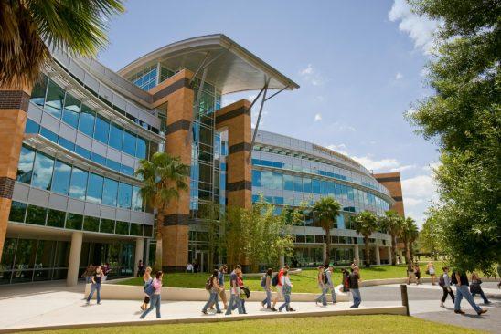 Universidades da Flórida reagem e exigem autonomia à medidas de proteção contra Covid