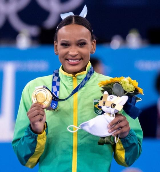 É ouro! Rebeca Andrade tem novo feito histórico na prova do salto em Tóquio