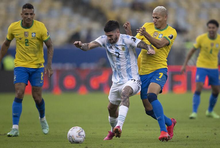 Jogadores argentinos infringem lei sanitária; jogo entre Brasil e Argentina é suspenso