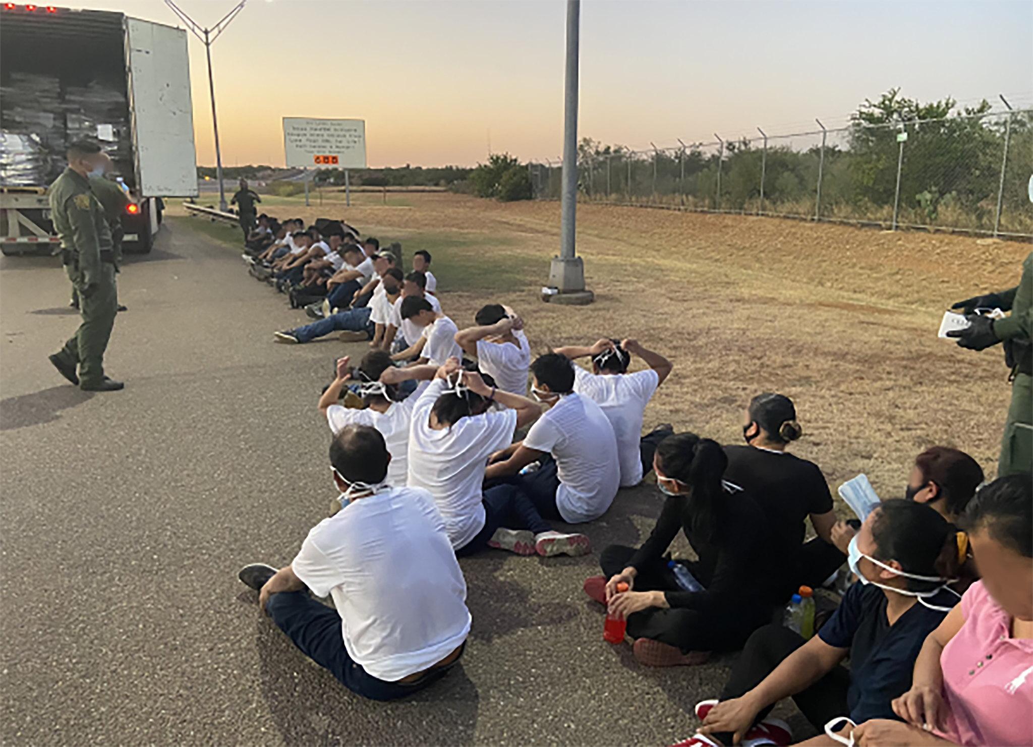EUA iniciam operação de expulsão em massa de imigrantes no Texas